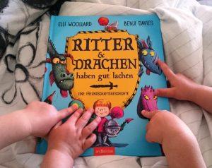 Ritter und Drachen haben gut lachen. Lesestunde morgens im Bett mit den Zwillingen Alf und Ulf.