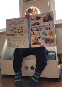 """Alf liest das Buch """"Was hörst du hier? Fahrzeuge"""" aus dem arsVerlag"""