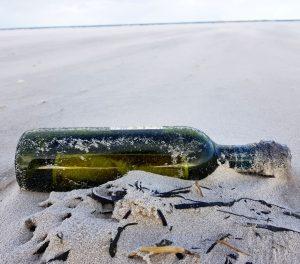 Flaschenpost am Strand von Norddorf