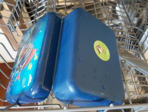 Sticker nach drei Monaten (er war immer in der Spülmaschine). Die Dose von Captain Sharky hält übrigens auch was sie verspricht!