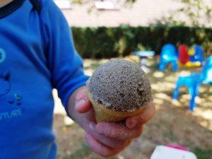Eiswaffel mit Sandkugel