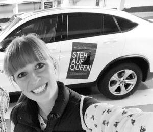 Selfi vor dem Tourauto von Nicole Staudinger